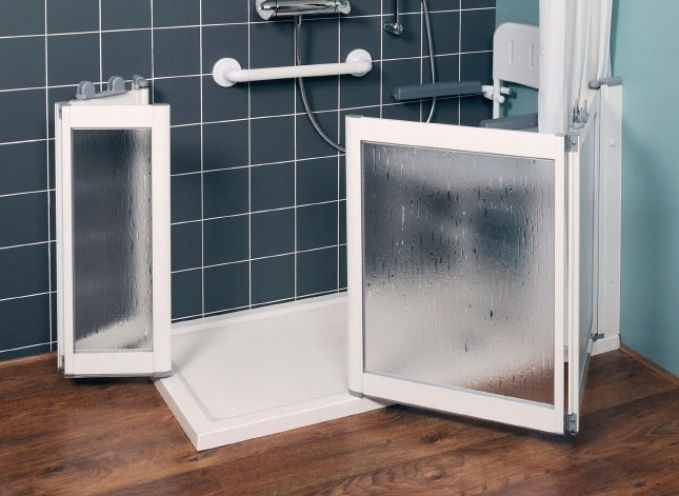 Bacteria growth is inhibited in Contour shower trays thanks to in-built Biomaster protection